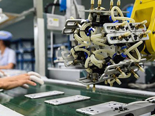 """中美""""脱钩论""""发酵 苹果手机为什么无法在美国生产?"""