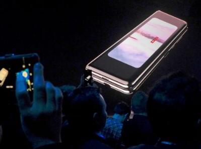 终于来了!三星折叠手机即将在韩上市 价格过万