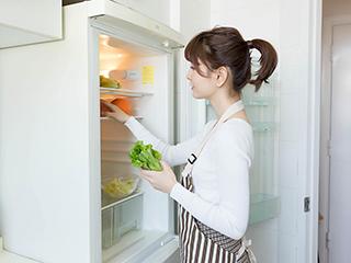 冰箱上面可以放东西吗 多久清理一次比较好
