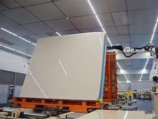 中国首片自主研发8.5代液晶玻璃基板蚌埠下线