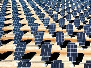 """中国太阳能电池板让阿根廷荒漠披上""""蓝色铠甲"""""""