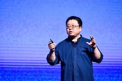 罗永浩评锤子史上最畅销手机:多数人就是半价买山寨iPhone而已