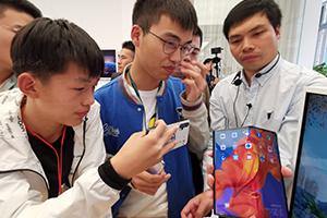 华为折叠手机二次开卖秒售罄,黄牛炒至10万一台
