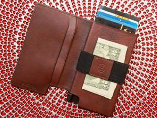 内置太阳能追踪器 你的钱包再也不会丢了