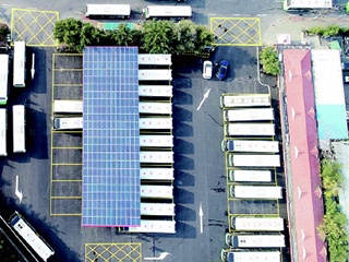 青岛首个公交光伏发电站启用 预计年发电量超10万千瓦时