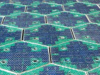 世界上第一条全太阳能公路正式崩溃,无法承受汽车碾压!