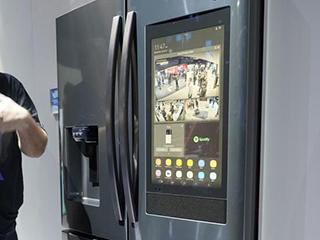 不止是无边框电视 三星还推出内置摄像【head】的冰箱!
