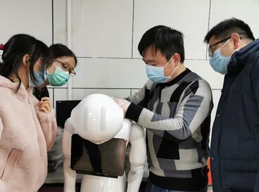 中国移动5G医护机器人武汉上岗 减少医患交叉感染
