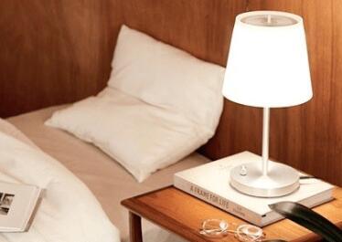 日本推出光触媒新品:兼具台灯和净化器杀菌功能