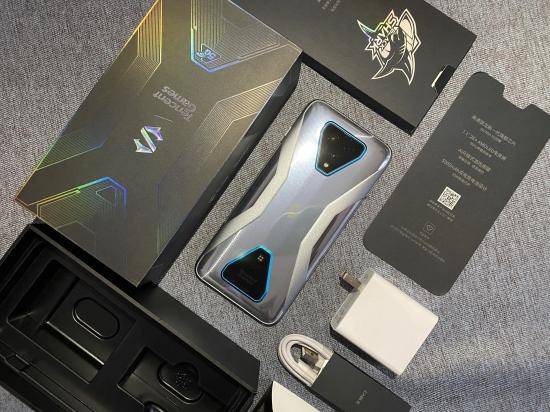 腾讯黑鲨游戏手机3 Pro测评:升降游戏按键堪称物