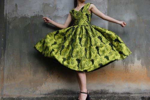 疫情期间胖N斤 天气渐暖 如何穿下去年的小裙裙?