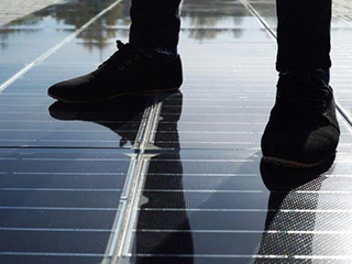 第一条安装在车道上的家用太阳能路面