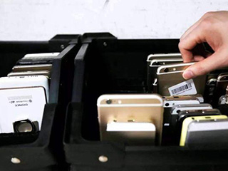 旧手机换菜刀、换脸盆:制造一枚20克的戒指,要回收多少部手机?