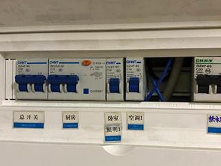 电热水器断电洗澡,每次都要拔插头,有没有简单的方法?
