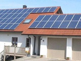 赶紧收藏!户用光伏电站如何清洗太阳能板?