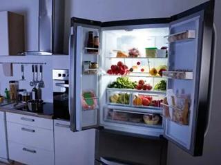 现在的年轻人就喜欢打破常规,不把冰箱放厨房