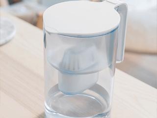 健康生活从一杯好水开始  净水器秒杀净水壶?