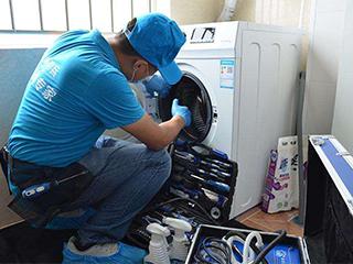 家电深度清洗是一项专业性服务,清洗不当会损害电器