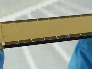 创新:迷你钙钛矿太阳能电池板效率达到18.4%