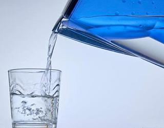 净水器市场震荡前行,高端趋势下哪些品牌能先受益?