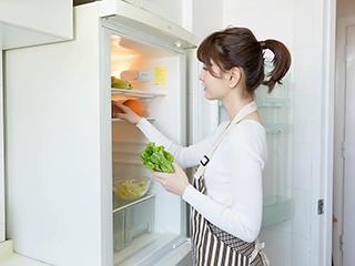 把塑料袋清出冰箱