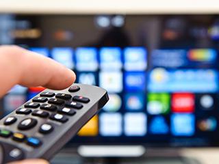 彩电销售渠道迎变革:线上占比约60%,向直播带货、C2M等多元发展