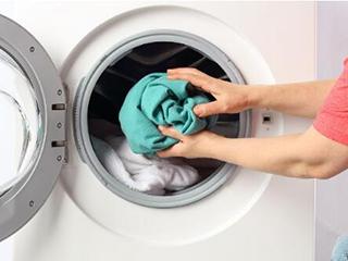 """干洗店存在""""假干洗"""" 还真不如买一台干衣机"""