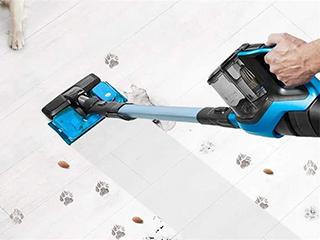 充电便捷、移动方便、吸力强劲 手持式吸尘器走俏市场