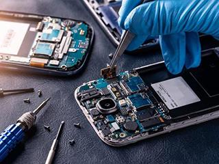 """修手机屏幕却连主板也""""换""""了,小心""""李鬼""""维修点!"""
