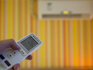 修空调找不到毛病 半年充氟三次