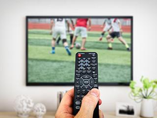 """湿抹布擦坏电视屏 液晶电视该怎么""""洗澡""""?"""