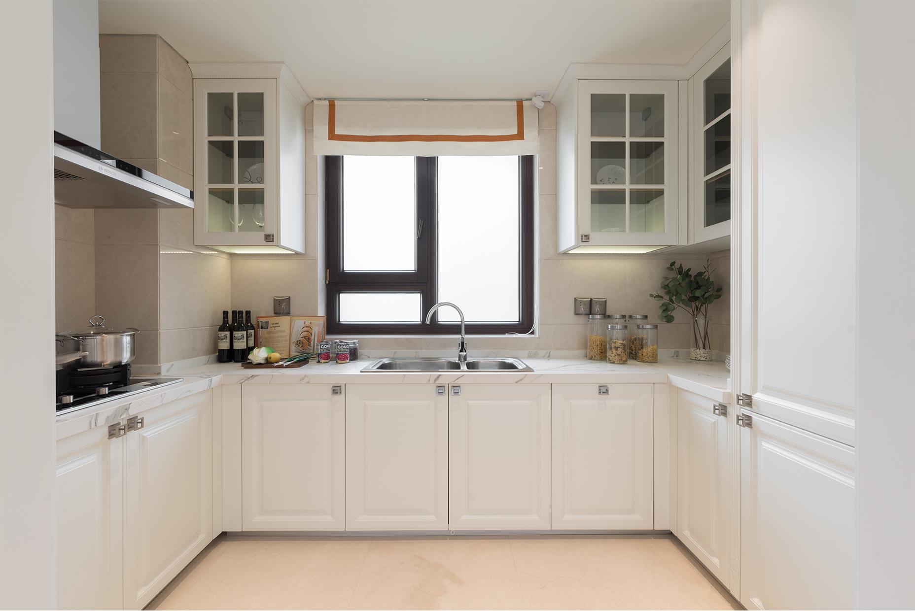 小厨房这样归整 腾出下厨大空间