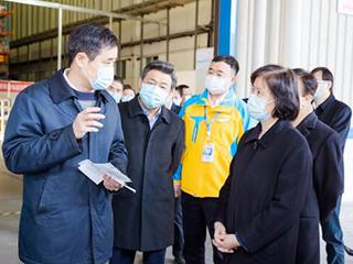 全国人大常委会调研组参观调研北京苏宁快递包装绿色转型