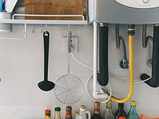你还在这样用燃气热水器?太危险了