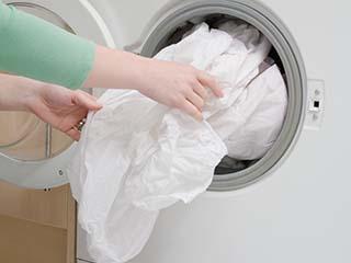 洗衣机洗着洗着不转了?不用花钱找维修师傅……