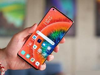 """5G手机换机潮遇上""""芯片荒"""" 厂商扩产却不得不踩""""点刹"""""""
