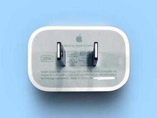 苹果不赠充电头被罚冲上热搜第一 98%网友认为充电头是手机标配