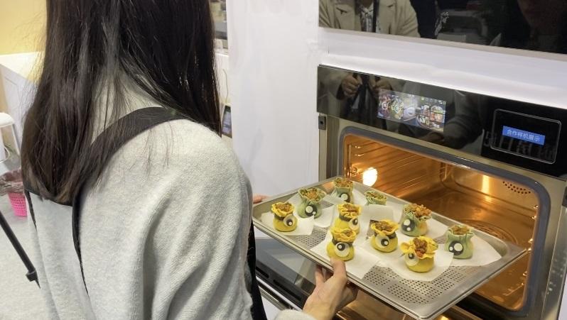 """""""无智能, 则少美味 """"- AWE 厨电美食节,品味未来厨房"""