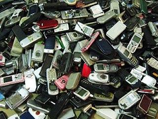 """""""废旧手机""""有什么用途?不起眼很赚钱,内幕大揭秘!"""