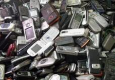 """家里旧手机""""堆成山"""",数亿部""""退役""""手机""""宁闲不卖""""何解?"""