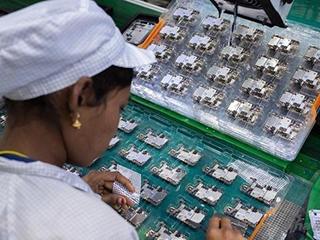 受疫情影响 富士康印度工厂的iPhone 12产量降了一半