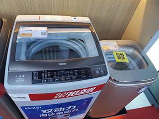 """一家三口一人一台洗衣机!功能单一、价格还不低的""""单人家电""""为啥火爆?"""
