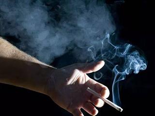 在家抽烟有烟味?用空气净化器