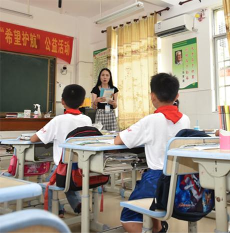 爱心捐赠 情暖校园 红顶公益助力山区学子