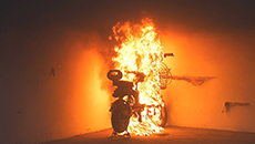 """爆燃致父女重伤 别让电动自行车""""带病""""裸奔"""