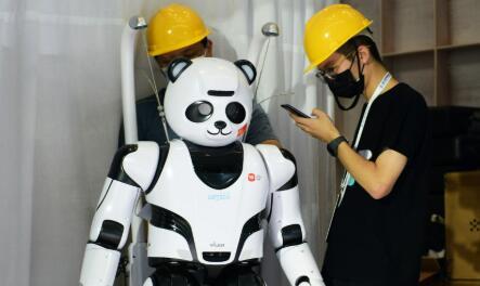 """世界机器人大会今天开幕,来体验""""机智""""的未来生活"""