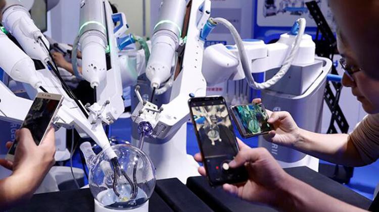 """快来世界机器人大会,来体验""""机智""""的未来生活"""