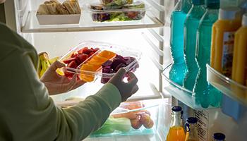 冰箱里的病菌会危及生命,如何抵挡它的侵扰?