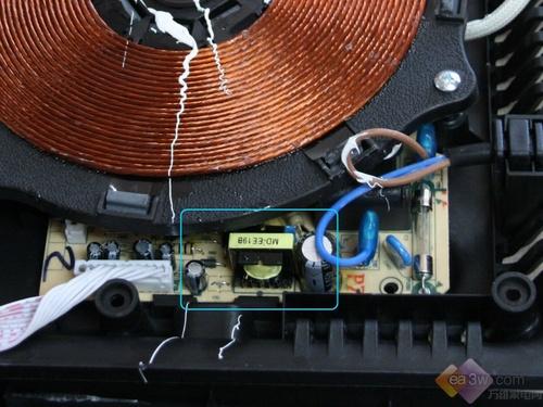 """独特的""""高频分时电路控制技术""""彻底解决老式电磁炉在低功率煮煮停停的"""